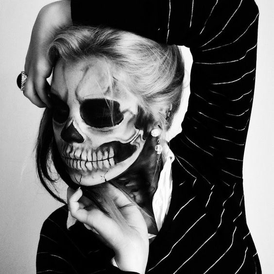 Makeup-halloween-skull-white-and-black