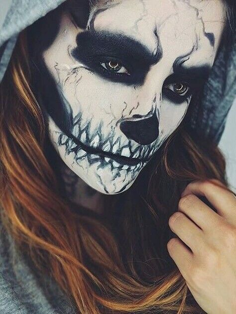 Makeup-halloween-skeleton-with-hood