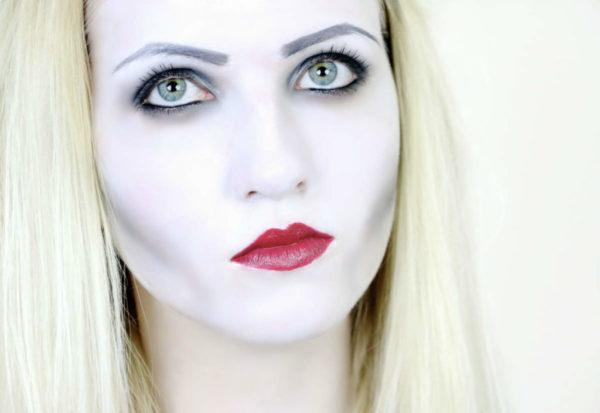 maquillaje-halloween-vampiresa-como-hacerlo-base