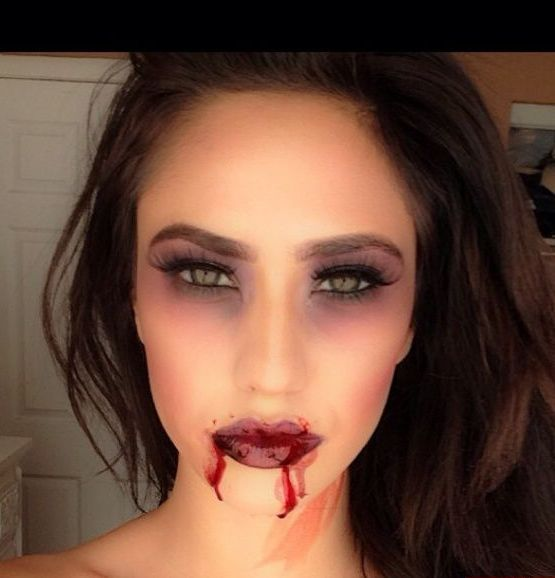 maquillaje-halloween-vampiresa-labios-ojeras