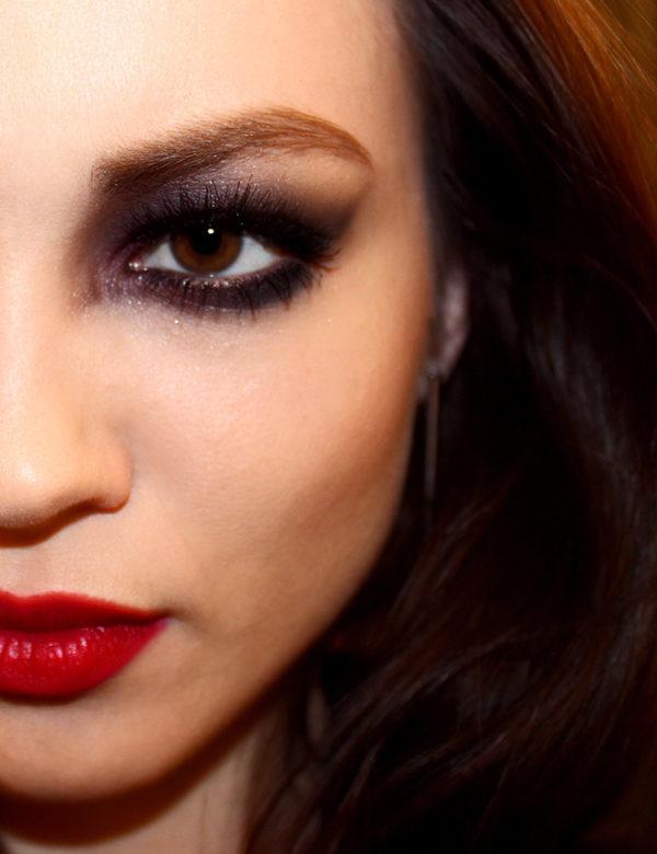 maquillaje-halloween-vampiresa-ojos