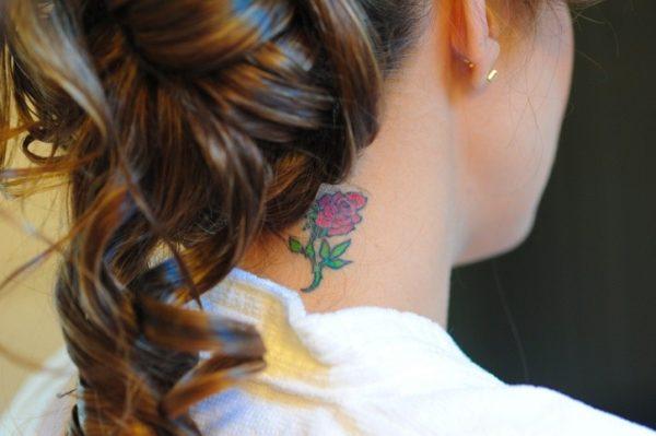 Tatuajes sexy 2018 tatuaje cuello flor