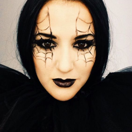 Makeup-halloween-spider-eyes-black