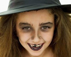Makeup-halloween-witch-for-girl