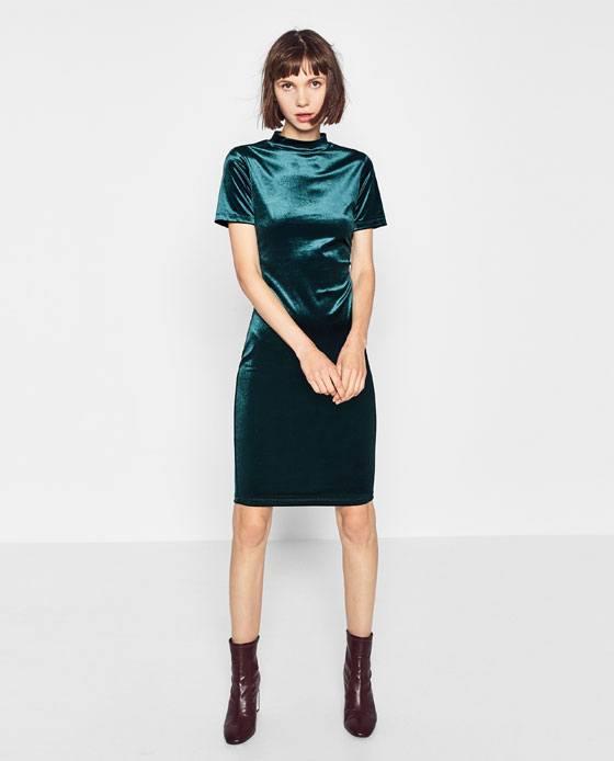 Con que color combina un vestido verde turquesa