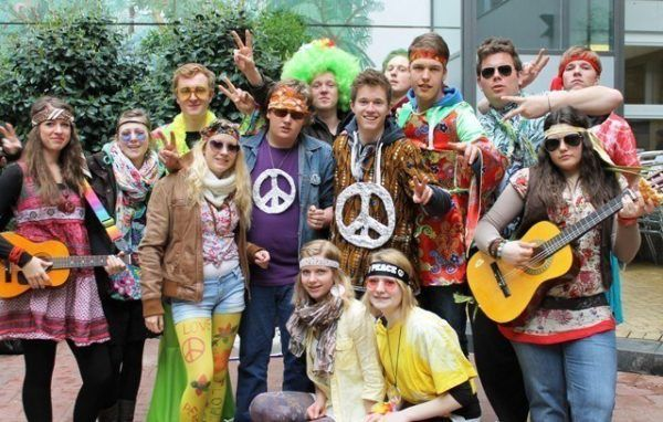 moda-de-los-anos-60-movimiento-hippie