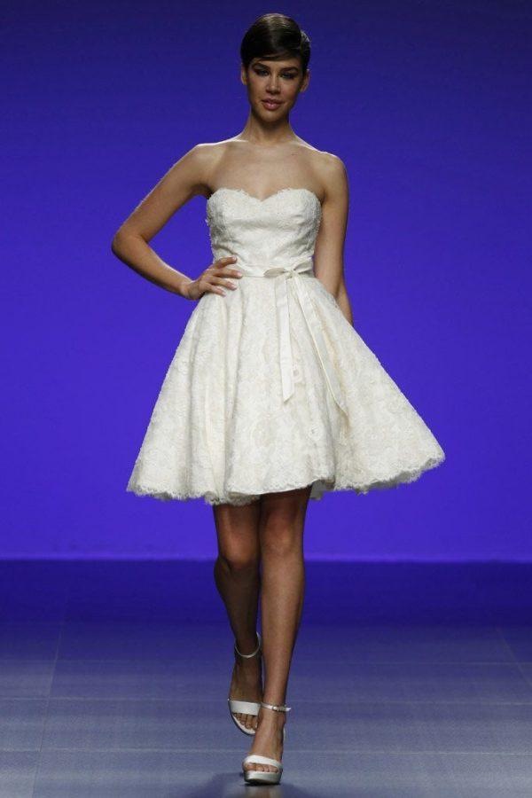 Los vestidos de novia cortos para 2018 - ModaEllas.com