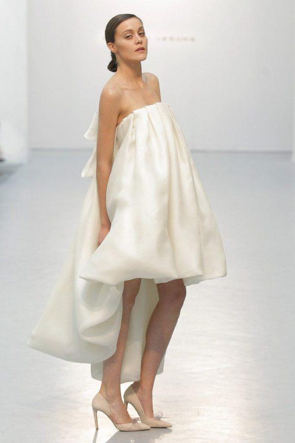 vestidos-de-novia-cortos-2016-hannibal-laguna-abombado