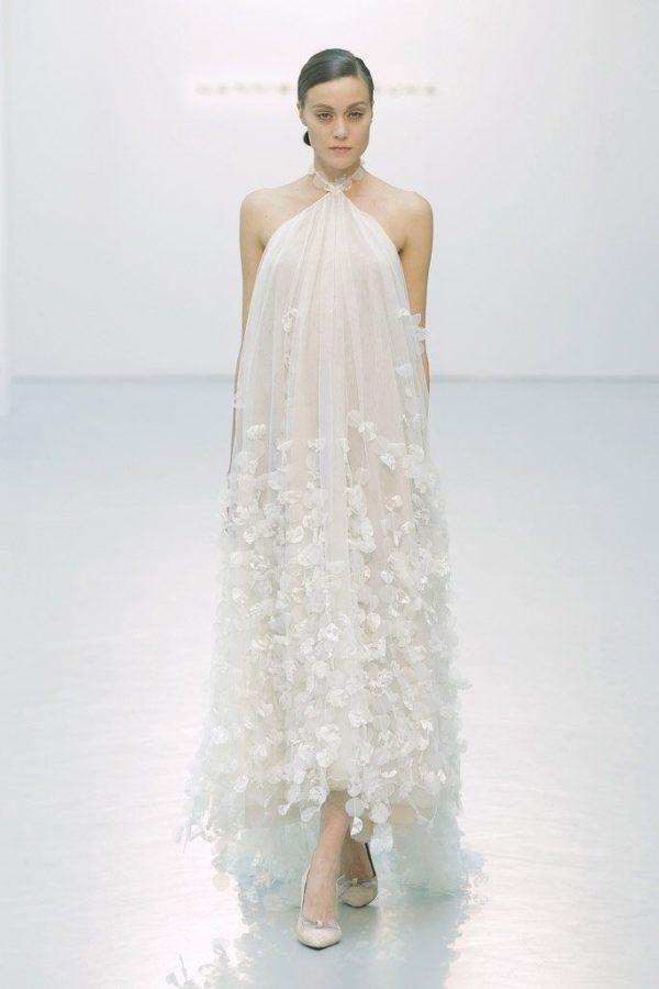 vestidos-de-novia-cortos-2016-hannibal-laguna-cuello-halter