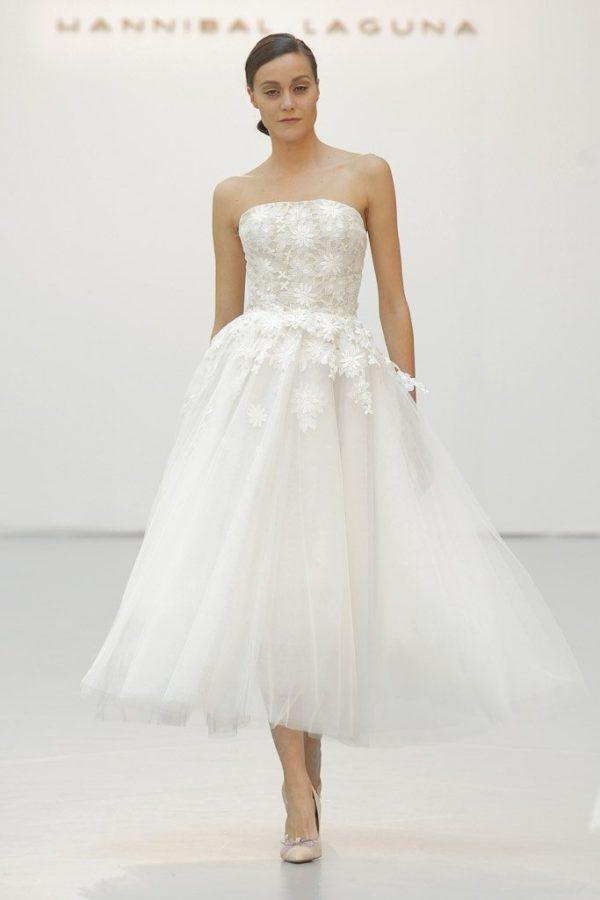 vestidos-de-novia-cortos-2016-hannibal-laguna-escote-palabra-de-honor