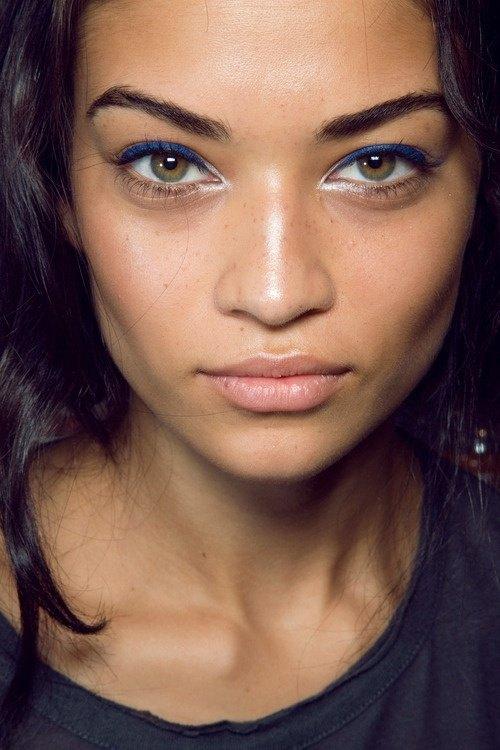 trucos-para-maquillar-ojos-marrones-delineador-blanco