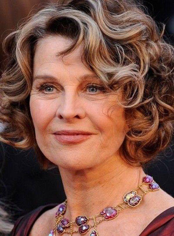 cortes-de-cabello-y-peinados-para-mujeres-mayores-de-50-anos-bob-rizado