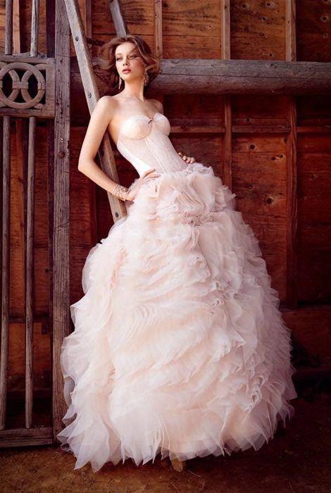 vestidos-de-novia-diferentes-rosa-gallery