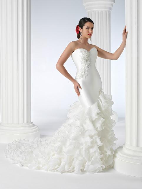 vestidos-de-novia-gitana-volantes-en-diagonal