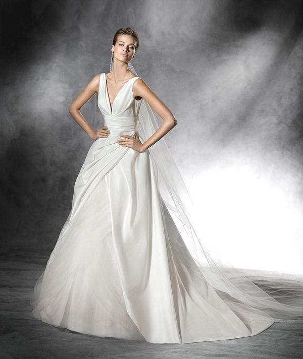 vestidos-de-novia-pronovias-PLUS