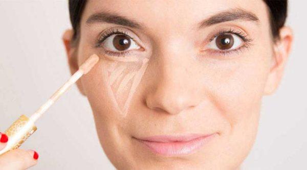 como-maquillarse-los-ojos-paso-a-paso-corrector
