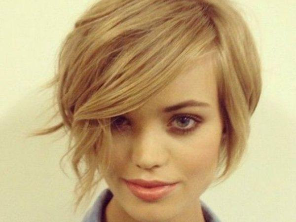 peinados-con-flequillo-al-lado-pelo-corto