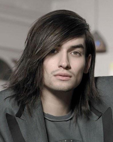 peinados-hombre-pelo-largo-medio-capas