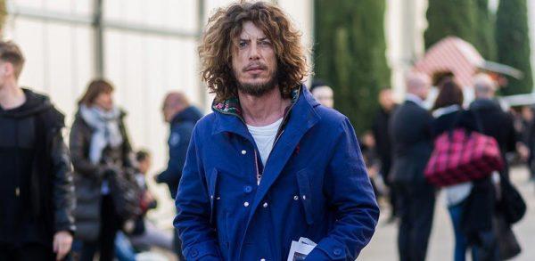 peinados-hombre-pelo-largo-medio-surfero
