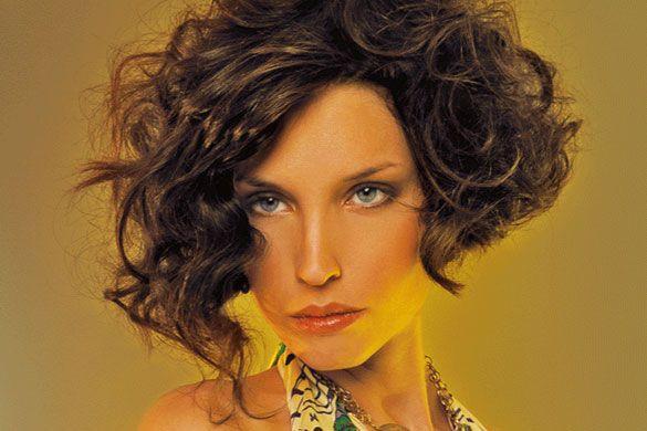 peinados-media-melena-pelo-rizado