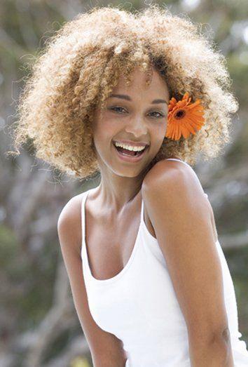 peinados-media-melena-riazada-afro