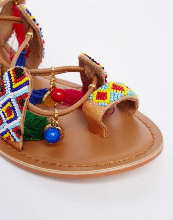 sandalias-con-pompones-asos-dedo