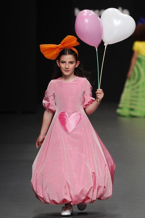 vestidos-de-comunion-diferentes-agatha-ruiz-vestido-rosa