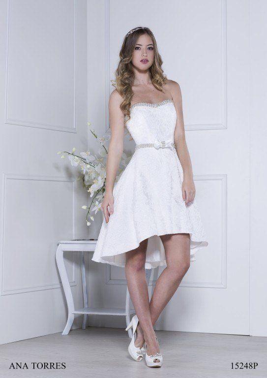 974c0cf8a ... diseño en A. Un vestido de novia corto 2019 de corte clásico y diseño  minimalista