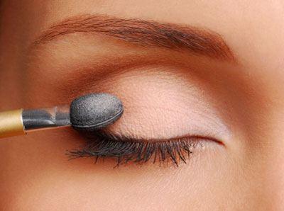 como-maquillar-ojos-marrones-de-dia-sombra-melocoton