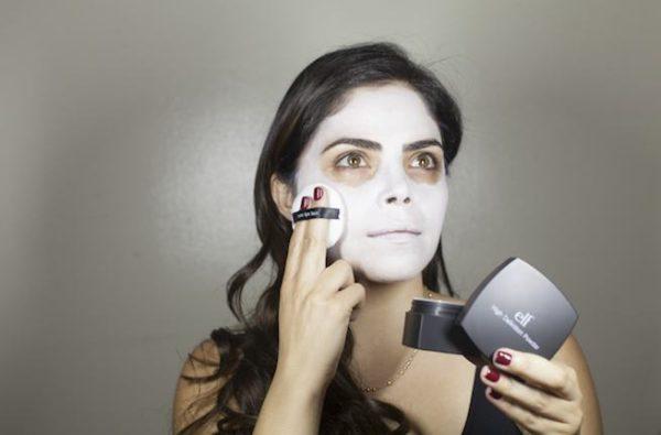 maquillaje-catrina-halloween-como-hacer-paso-a-paso-base-blanca-polvos-para-matizar