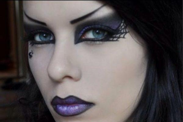 maquillaje-halloween-bruja-base-blanca-labios-lila