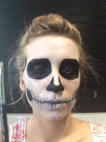 maquillaje-halloween-calavera-añade-volumen