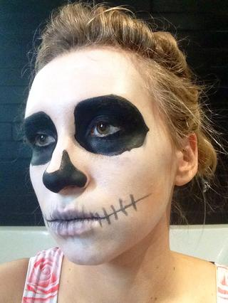 maquillaje-halloween-calavera-dibuja-dientes-paso-4