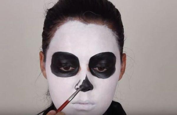 Makeup-halloween-skeleton-step-3