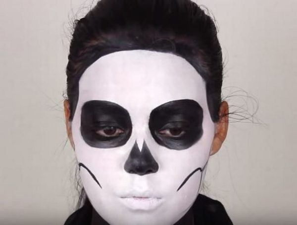 Makeup-halloween-skeleton-step-4