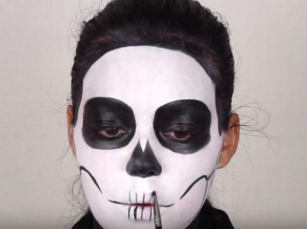 Makeup-halloween-skeleton-step-5