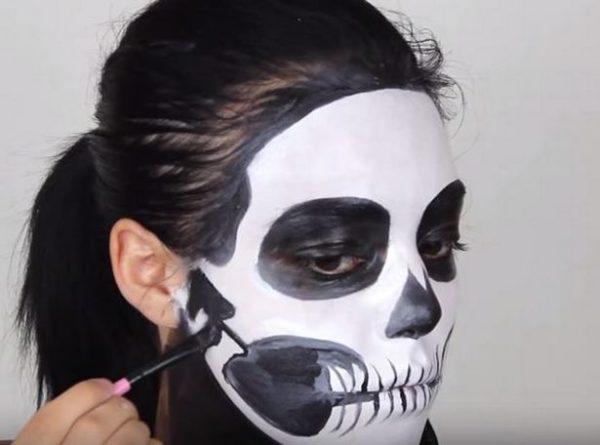 Makeup-halloween-skeleton-step-6