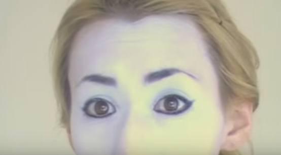 maquillaje-halloween-muneca-paso-3-maquilla-ojos-con-delineador-resultado