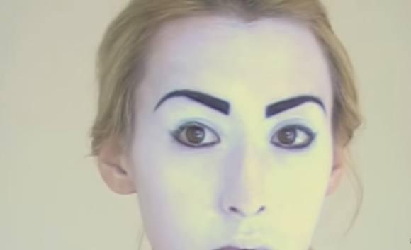 maquillaje-halloween-muneca-paso-4-maquilla-cejas-resultado-final