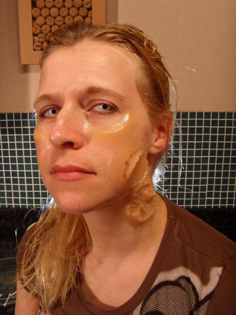 maquillaje-halloween-zombie-paso-a-paso-herida-gelatina-latex
