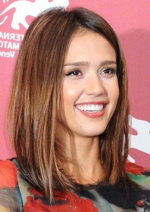 peinados media melena liso raya centro - Peinados Lisos