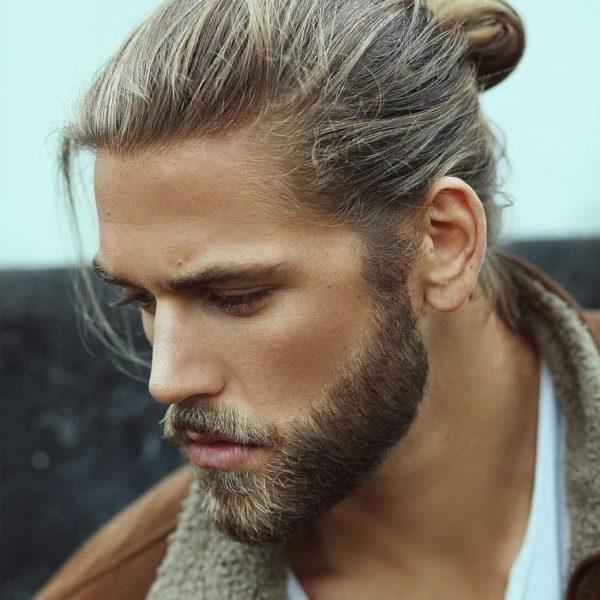 Peinado hombre coleta corta