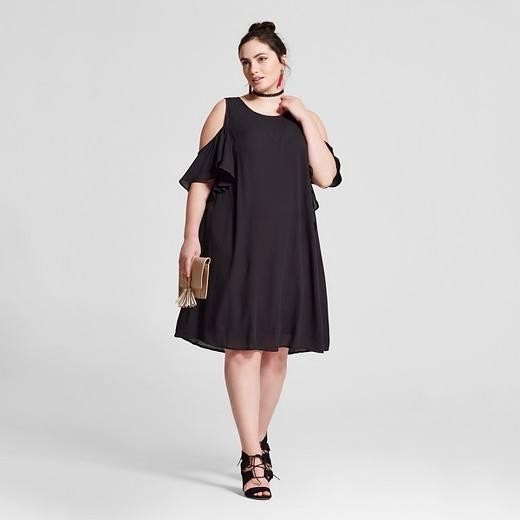 Los hombros al aire es una de las tendencias imprescindibles para esta  temporada de modo que no debéis dudar a la ahora de apostar por vestidos en  los que