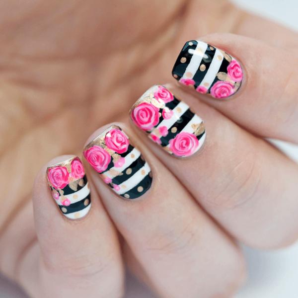En cuanto al diseño de las uñas de flores 2017 podemos optar por algo más  discreto como una sola flor en la esquina de la uña o llevar una sola uña  con