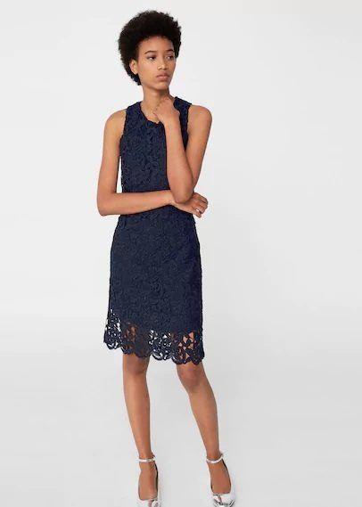 Lo cierto, es que encontramos una amplia variedad de modelos de vestidos  entre los que elegir. Modelos como este, realizado en guipur y en un  acertado color