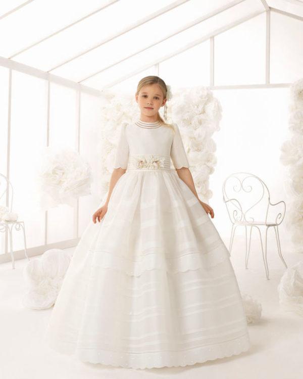 5a0a9964e Para las que busquéis un vestido de comunión 2019 que sea elegante y con un  estilo clásico