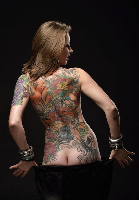 Los mejores disenos de tatuajes en las costillas posicion curva de las costillas