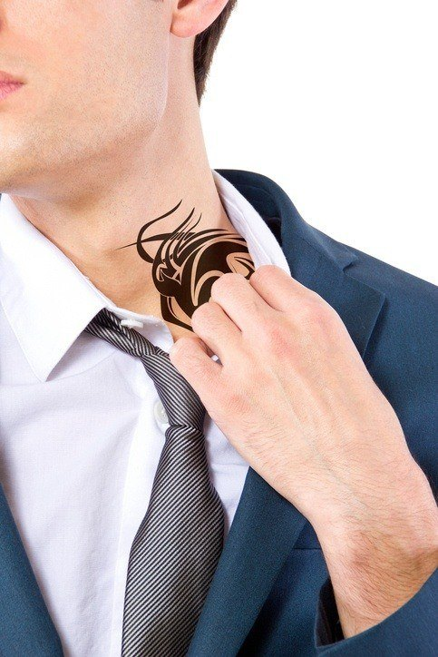 Tatuajes cuello hombre simbolo chino