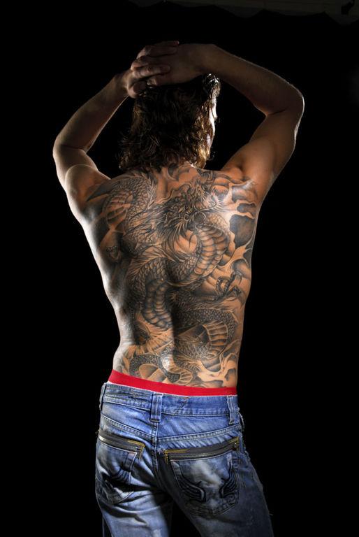 Tatuajes de dragones para hombre gran tamano
