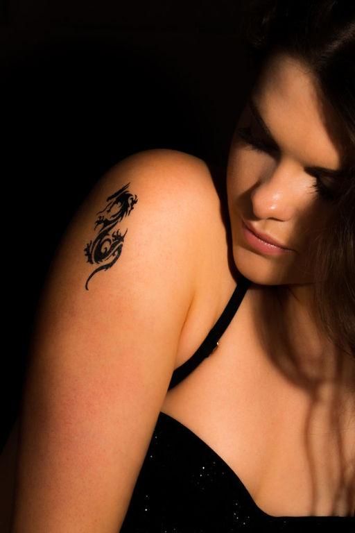 Tatuajes de dragones para mujer tatuajes minimalistas